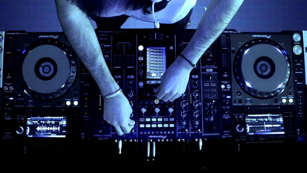 Things To Consider For a DJ Setup For Beginners