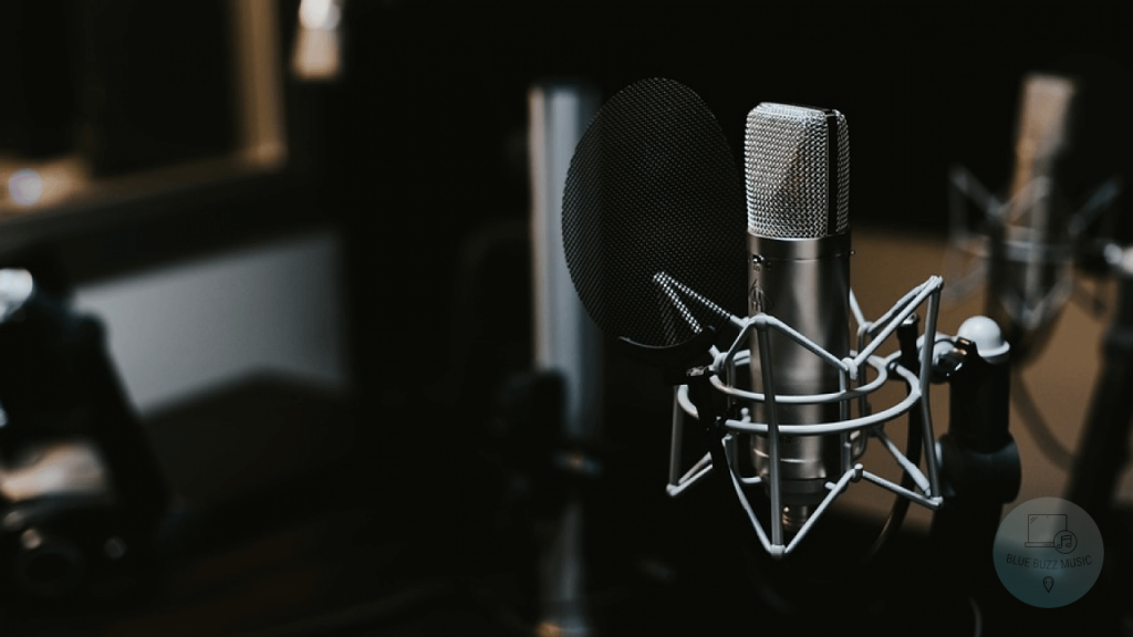 condenser microphone vs dynamic microphone difference explained