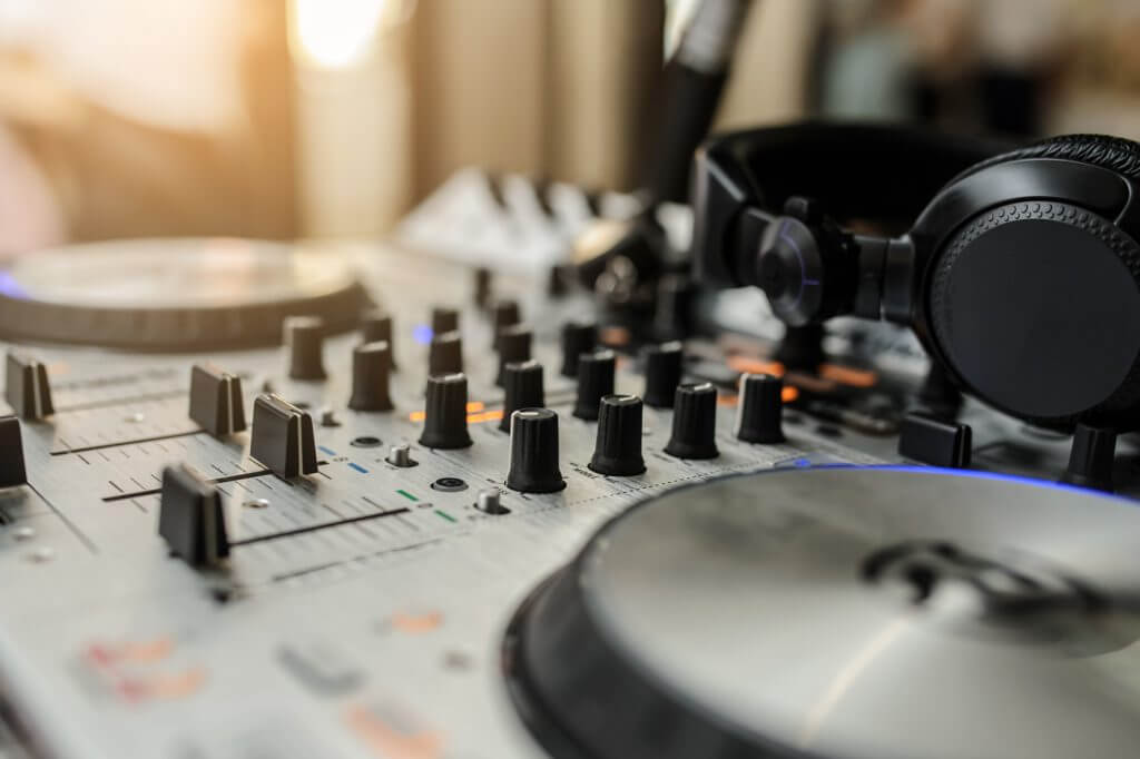 DJ Controllers vs DJ Mixers - whats the difference