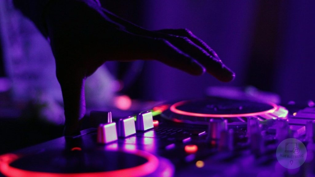 How to Choose the Right DJ Desk