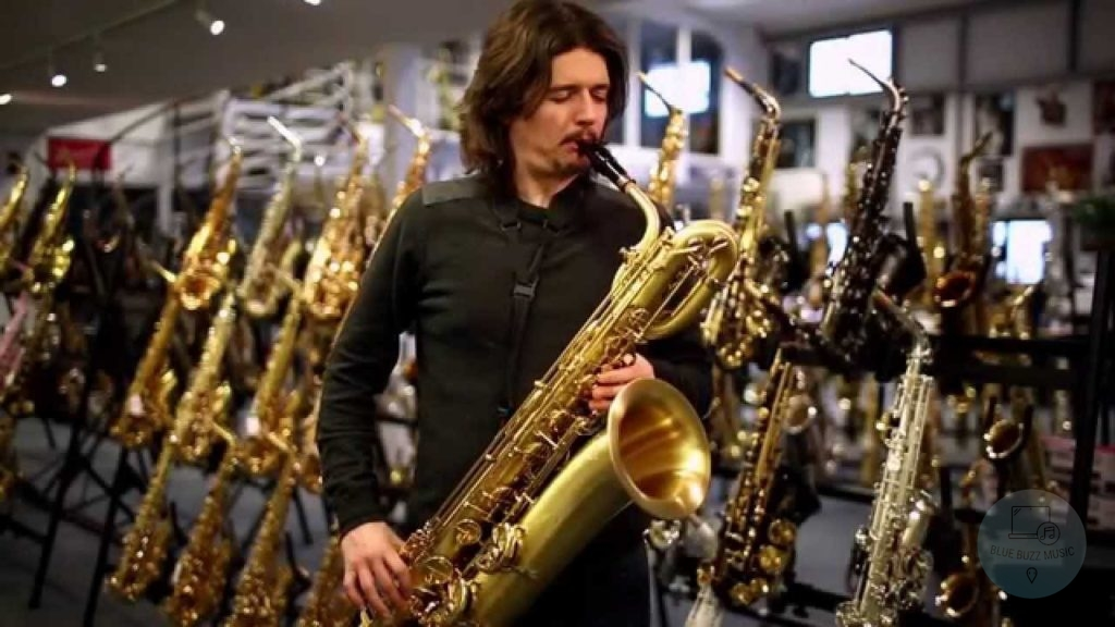 Baritone Saxophone - ultimate guide to saxophones for beginners