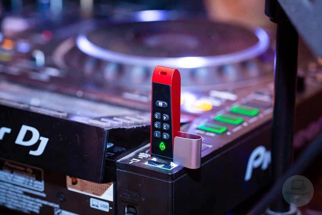 7 Best USB Sticks for DJing for djs and producers