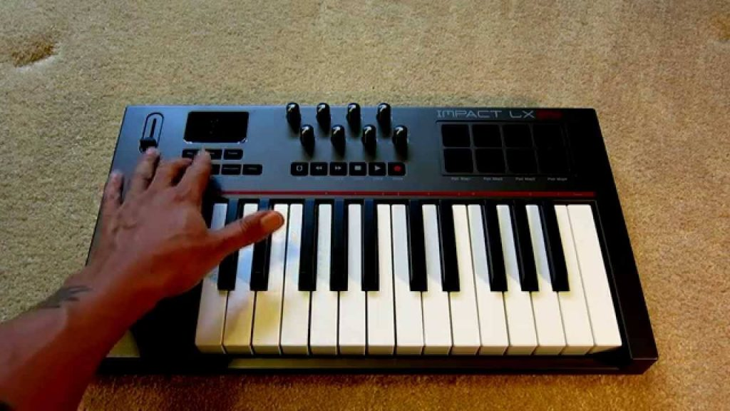 Nektar Impact LX25 midi keyboard for beginners is a good choice