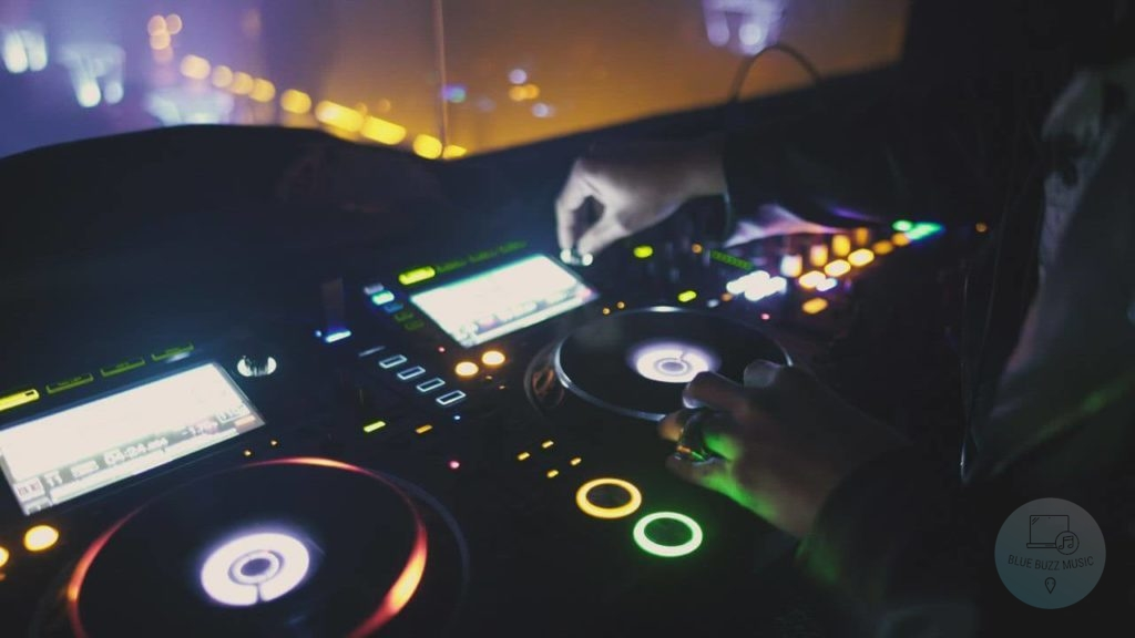 Buyer's Guide - How to Choose the Best DJ Turntable for You