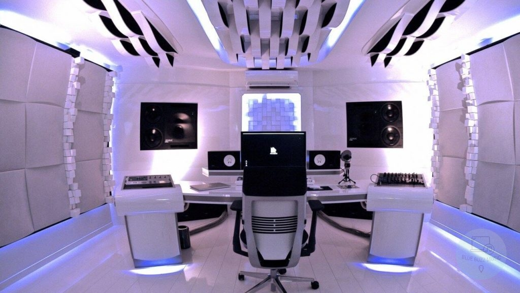 Buyer's Guide - How to Choose the Best Recording Studio Chair for You