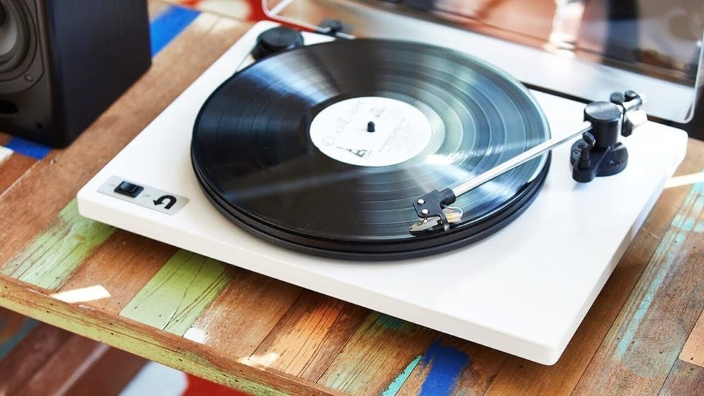 6 Best Turntables Under 00