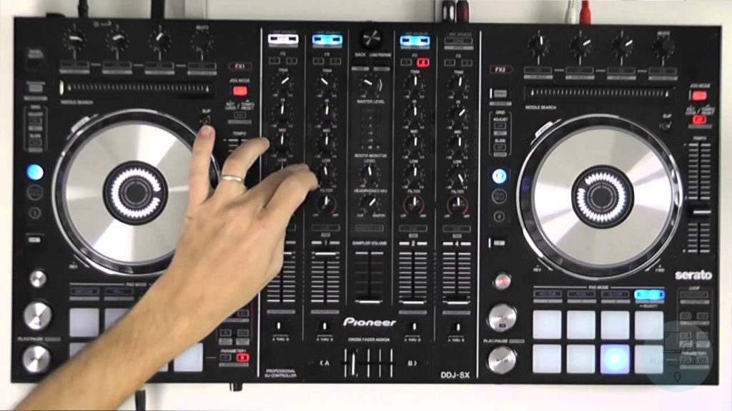 does dj scratching with dj controller damage the disks