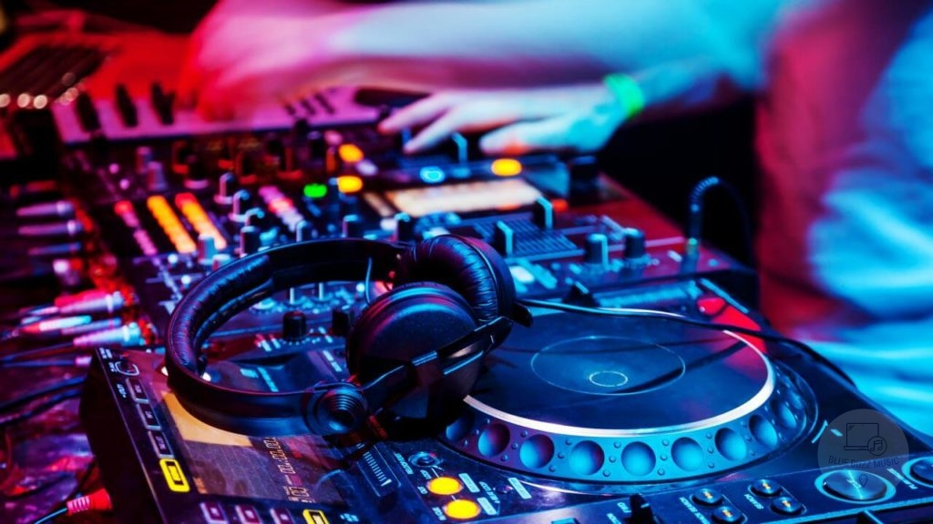 how long does it take for an average dj to make a playlist for a dj set
